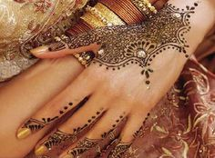 pretty mehndi hand design