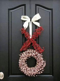 XOXO — A collection of 25 Valentine's Day Wreaths to beautify your door!