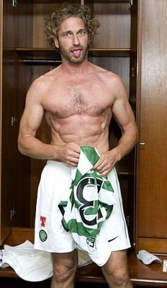 Gerry playing for the Celtic Football Club....for all the nay sayers that those abs weren't real in 300! There ya go!