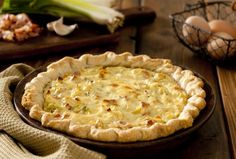 Diet Quiche Recipe with Leeks, Onion and Goat Cheese - Diet quiche with leeks, onion and goat cheese: www.fourchette-and … - Quiches, Sweets Recipes, Veggie Recipes, Quiche With Potato Crust, Healthy Cooking, Cooking Recipes, Bacon Pie, Quiche Recipes, Light Recipes