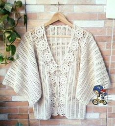 Tania D Soberano Crochet Shrug Pattern Free, Boho Crochet Patterns, Crochet Shawl Diagram, Cute Crochet, Beautiful Crochet, Knit Crochet, Black Crochet Dress, Crochet Blouse, Gilet Kimono