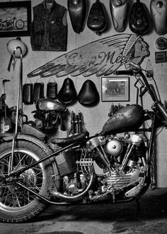 Bobbers, choppers, motorcycles and hot rods : Photo