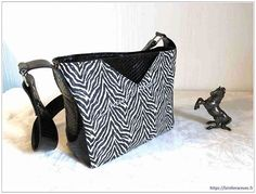 L'Atelier à Rêves de Viviane sur Instagram: Un tout nouveau sac. Modèle Mambo de Sacôtin en cuir vachette demi brillant texturé python et tissu enduit zèbre. #latelierareves #sacôtin…