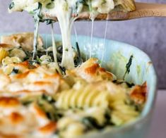 Pasta bake recipes are perfect to make ahead and this creamy spinach artichoke pasta bake is delicious as a vegetarian dinner. - Pasta bake recipes are perfect to make ahead and this creamy spinach artichoke pasta bake is delicious as a vegetarian dinner. Tasty Vegetarian Recipes, Vegetarian Recipes Dinner, Veggie Recipes, Paleo, Healthy Recipes, Pasta Bake Recipes, Spinach Dinner Recipes, Baked Pasta Recipes Vegetarian, Healthy Pasta Bake