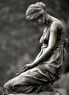 Statues are one of my favorite things. Said no Whovian ever. I used to love statues. Cemetery Angels, Cemetery Statues, Cemetery Art, Statue Ange, Old Cemeteries, Graveyards, Art Sculpture, Stone Sculpture, Garden Statues