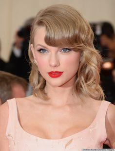 Taylor Swift from Beauty Police: Met Gala 2014 Taylor Swift Rot, Style Taylor Swift, Taylor Swift Makeup, Taylor Alison Swift, Taylor Swift Red Lipstick, Taylor Swift Hair Color, Swift 3, Blonde Hairstyles, Short Hair