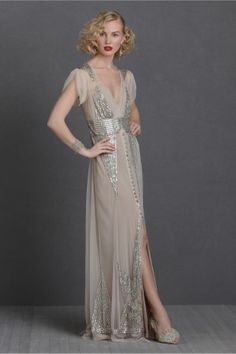 just gorgeous. i wish i had an occasion to wear this, like some huge classic gatsby party. can someone please do that? and invite me? ;)