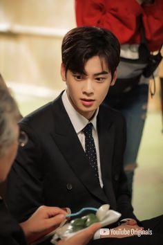 Tatap mata saya:v Asian Actors, Korean Actors, Youtube Original, Eunwoo Astro, Lee Dong Min, Cha Eun Woo Astro, Handsome Faces, Korean Artist, Asian Boys