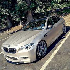 BMW F10 M5 beige slammed