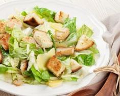 Salade César Croq'Kilos minceur spécial célibataire : http://www.fourchette-et-bikini.fr/recettes/recettes-minceur/salade-cesar-croqkilos-minceur-special-celibataire.html