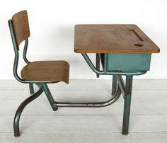 VG230 - Small school desk 1950. Great for homework