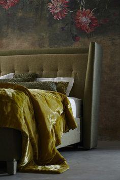 Die Decke aus Seidensamt ist in vier verschiedenen Farben erhältlich: Citronella (im Bild), Purple, Platin und Aqua. (Foto: Schramm Werkstätten)