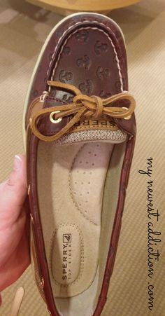 Sperry Topsiders Women Anchor Anchors boat shoe via @Laura Gallaway