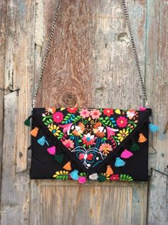 Beautiful handmade bag, unique piece made in Mexico, traditional handmade embroidery … - Diy And Craft Mexican Embroidery, Hand Embroidery, Diy Embroidery Bags, Diy Fashion, Fashion Bags, Pochette Diy, Ethnic Bag, Boho Bags, Fabric Bags