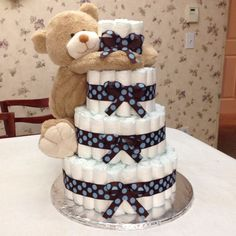 Baby shower How to Make a Diaper Cake - Baby Blue Elephant Diaper Cake - Partymazing Clean Air Artic Juegos Baby Shower Niño, Regalo Baby Shower, Baby Shower Diapers, Baby Shower Fun, Baby Shower Cakes, Baby Shower Parties, Baby Shower Gifts For Boys, Baby Showers, Diaper Cakes Tutorial