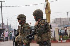 Soldados españoles en Kodokou, Bangui, durante una patrulla (Trinidad Deiros).