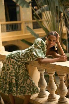 Johanna Ortiz Pre-Fall 2021 Collection - Vogue Vogue Paris, Fashion News, Fashion Show, Fashion Trends, Fashion Spring, Women's Fashion, Fashion Women, High Fashion, Fashion Beauty