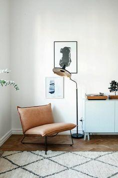 Designklassiker Ledersessel braun skandinavische Lampe