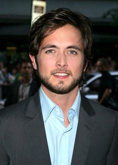 Justin Chatwin is a 26 years old Actor from Canada. He was born in Nanaimo, British Columbia, Canada. Justin Chatwin's birthday is 31 Oct. Justin Chatwin, Sexy Men, Sexy Guys, Scrapbook Supplies, That Look, Album, Actors, Stylish, Celebrities