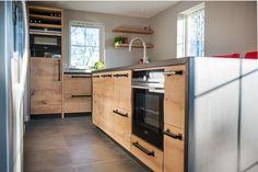 Robuuste keuken door Robert Tediek. Gemaakt met massief eiken hout.