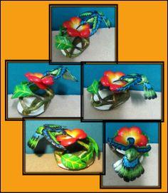 Colibri sobre una flor, hecho en tagua- Disponible en Weil Art