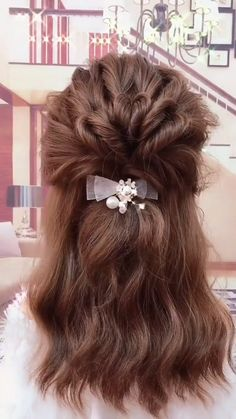 wedding hair videos Will you wanna learn how to achieve todays latest hairstyles and hottest trends View the link below to get more gorgeous and Easy Hairstyles Tutorial For women with short hair, medium shoulder length to long hair! Short Hair Styles Easy, Medium Hair Styles, Curly Hair Styles, Hair Medium, Ideas For Short Hair, Buns For Short Hair, Short Hair Tutorials, How To Style Short Hair, Short Hair Updo Easy
