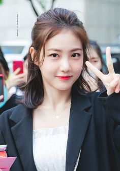 I just cut my hair and saw the motivational post about long hair ( here ) I'm scared to regret so I'm uploading this post Iu Hair, Cut My Hair, Most Beautiful Indian Actress, Beautiful Actresses, Haircuts Straight Hair, Korean Haircut, Pretty Korean Girls, Singer Fashion, Kdrama