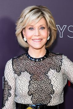 Jane Fonda Bob – Jane Fonda showed off a perfectly styled bob at the Netflix FYSEE event for 'Grace and Frankie. Layered Bob Hairstyles, Hairstyles Over 50, Trending Hairstyles, Short Hairstyles For Women, Bob Haircuts, Hairstyles Haircuts, Hair Styles For Women Over 50, Medium Hair Styles, Short Hair Styles