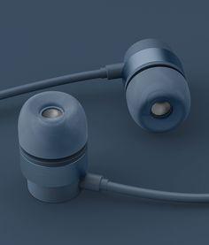Blond-Industrial Design-Headphone Design-Barrel-Blue-Portrait