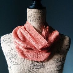 The Linen Chevron Cowl was knitted using Shi Bui's Linen yarn and it features a very distinctive chevron design running across the body.