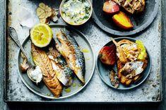 Zelf makreel roken is easy! En je kunt er nauwelijks vanaf blijven, zo lekker wordt het. Rook daarom meteen wat meer, dan eet je de volgende dag nog zo'n gerookt visje op brood. homemade gerookte makreel voor- of lunchgerecht   4 personen 500 g bietjes, geschild en in partjes 3 el olijfolie 2 laurierblaadjes, in … (Lees verder…)