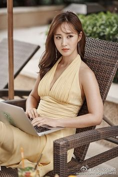 SNSD's Yuri is a gorgeous writer in her latest pictures