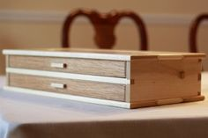Multiple pen box add as part of a valet Small Woodworking Projects, Small Wood Projects, Woodworking Box, Woodworking Furniture, Small Wooden Boxes, Wooden Jewelry Boxes, Wood Boxes, Wood Box Design, Design Design