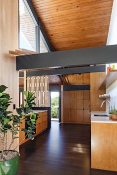 14 Photos Of A Flawlessly Cool Mid-Century Modern Home Love the idea of incorporating exposed (metal?) beams in a tiny house if you could make it work structurally - Add Modern To Your Life Mid Century Modern Kitchen, Mid Century Modern Design, Modern House Design, Modern Interior Design, Interior Architecture, Kitchen Modern, Mid Century Kitchens, Modern Patio, Open Kitchen