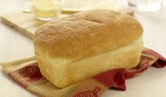 French Bread - Small Loaf- This classic recipe bakes up crisp on the outside and light textured on the inside. Serve it with fresh brie, creamy camembert or warm chèvre for a decadent addition to any meal. Bread Maker Recipes, Best Bread Recipe, Loaf Recipes, Baking Recipes, Machine À Pain Panasonic, Yummy Treats, Yummy Food, Savoury Baking, White Bread