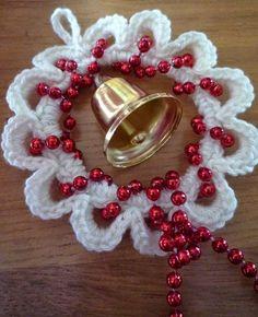 New Crochet Christmas Decorations Wreath Ideas Crochet Christmas Wreath, Crochet Wreath, Crochet Christmas Decorations, Crochet Decoration, Holiday Crochet, Christmas Knitting, Crochet Crafts, Christmas Crafts, Hand Crochet