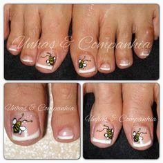 Gel nos pés com pintura manual Unhas & Companhia