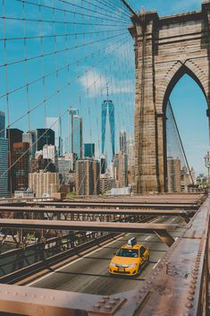 Wondering what to do in NYC in 3 days? Here's the perfect NYC itinerary by a local with the best things to do in New York City in three days. Discover what to see in New York City in 3 days. New York Trip, Go To New York, New York City Travel, Paris Travel, Brooklyn Bridge, Brooklyn New York, Brooklyn City, Photographie New York, Nyc Itinerary