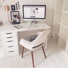 dream desk + all white Room Design Bedroom, Room Ideas Bedroom, Bedroom Decor, Study Room Decor, Teen Room Decor, Workspace Inspiration, Home Decor Inspiration, Home Office Design, Home Office Decor