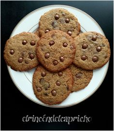 Cookies con chips de chocolate Cookies, Desserts, Food, Custom Cookies, Chocolate Chips, Crack Crackers, Tailgate Desserts, Deserts, Biscuits
