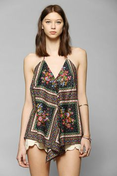 bd1d706e9ca074 Band Of Gypsies Scarf Halter Tank Top  urbanoutfitters Pret