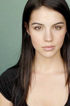 ...Ahhh, that face that could launch a thousand boner ! Lol...Adelaide Kane.
