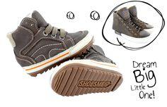 De allersnelste, hipste en stoerste jongensschoenen vind je bij Shoesme. Van hippe babyschoen tot trendy sneaker.