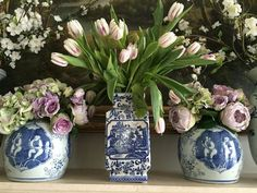 Snow storms and tulips. - The Enchanted Home Blue And White China, Blue China, Enchanted Home, White Home Decor, White Vases, Decoration Table, White Porcelain, Belle Photo, Tulips