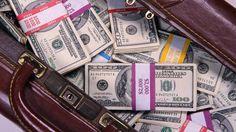 Большинство людей думает, что богатые иуспешные себе нивчем неотказывают, однако это нетак. Как показывает статистика, люди, укоторых «все впорядке» сденьгами все-таки тоже экономят иотказывают себе в некоторых вещах.