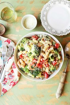 Save the recipe! Broccoli Pasta Salads, Pasta Salad Recipes, Plum Tomatoes, Best Dishes, Recipe Of The Day, Vegetarian, Dinner, Cooking, Ethnic Recipes