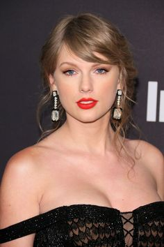 US singer-songwriter Taylor Swift arrives for the Warner Bros. and In Style annual post Golden Globes party at the Oasis Courtyard of the Beverly Hilton hotel in Beverly Hills on January Get premium, high resolution news photos at Getty Images Taylor Swift Hot, Estilo Taylor Swift, Taylor Swift Music, Taylor Swift Style, Taylor Swift Makeup, Taylor Taylor, Taylor Swift Wallpaper, Taylor Swift Pictures, Beauty