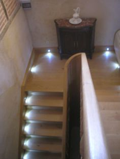 escalier vu du bas r alisation d 39 un escalier en mini spot led pinterest. Black Bedroom Furniture Sets. Home Design Ideas