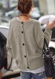 Cardigan boutons dans le dos - Inspiration mode femme petite taille - La Petite Allure
