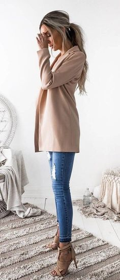 Looks en tonos nude para invierno 2017 http://beautyandfashionideas.com/looks-tonos-nude-invierno-2017/ Looks in nude tones for winter 2017 #fall2017 #Fashiontips #invierno2017 #Looksentonosnudeparainvierno2017 #Moda #Moda2017 #Outfits #tendenciasdemoda #Tipsdemoda #winter2017